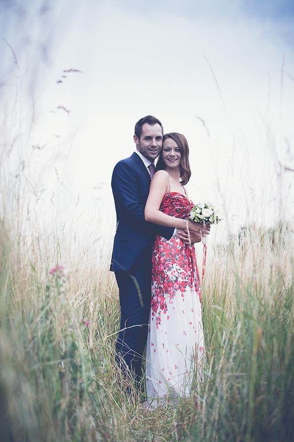 Hochzeitsfoto auf der Wiese